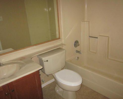 Myrtle Manor Bathroom